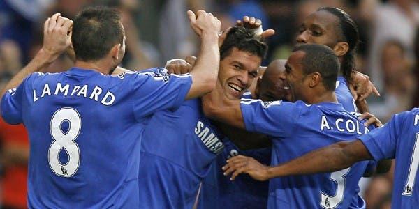 Todos los abrazos son para Ballack, autor del 2 a 0 parcial de Chelsea ante Tottenham