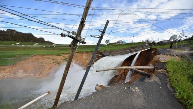 Desbordamiento de la represa del río Guajataka en San Sebastián. Foto: AFP / Héctor Retamal