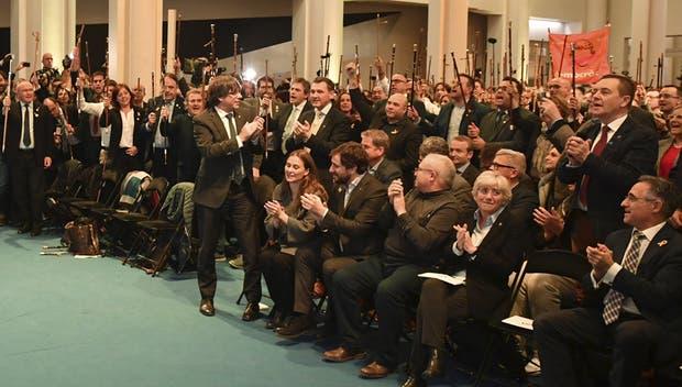 Puidgemont encabezó ayer en Bruselas un acto con 200 alcaldes catalanes partidarios de la secesión