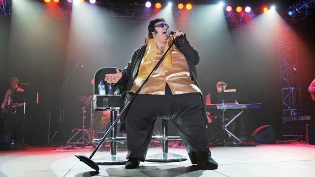 Desde hace 20 años, Pete le rinde homenaje al Elvis de la última etapa, gordo y extravagante, que tenía la mejor voz de su carrera, profunda, densa y con matices