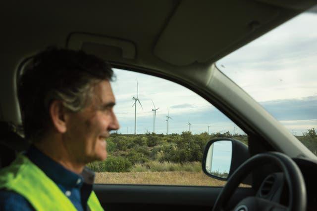 """""""La gente mayor es la más escéptica"""", dice Gort, en su camioneta"""