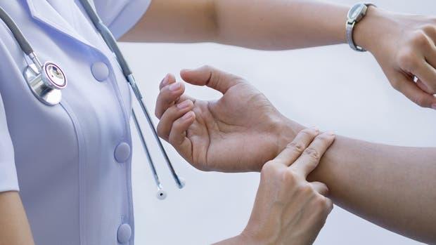 Faltan enfermeros en todo el país y lanzan un plan para promover la carrera