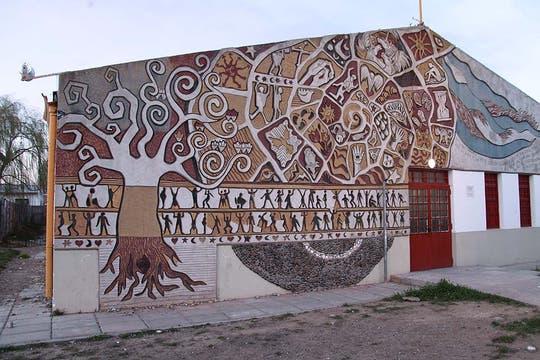 Los alumnos realizaron un mural para homenajear a sus compañeros. Foto: LA NACION / Matías Aimar