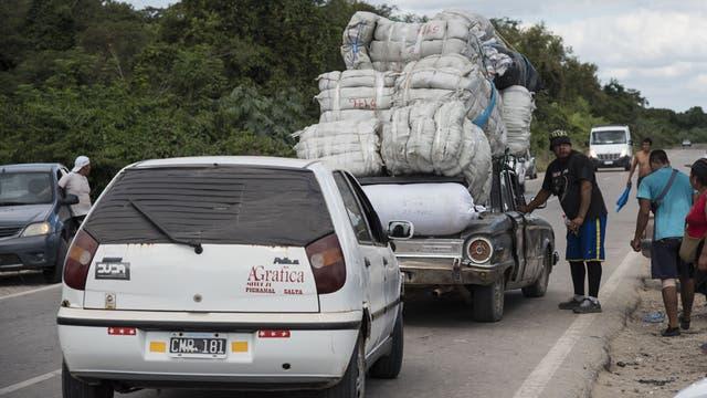Más de 5000 personas viven de sus ganancias como bagayeros en Aguas Blancas