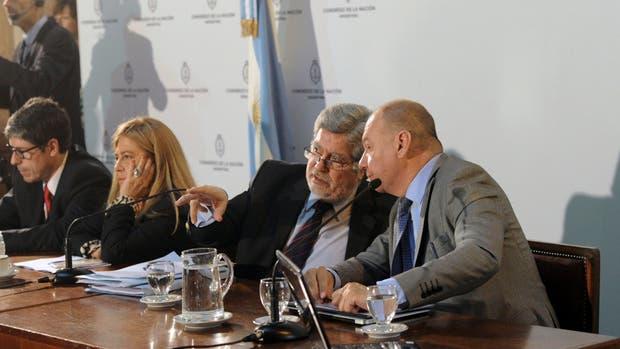 Fuentes, presidente de Asuntos Constitucionales, marca el ritmo del debate