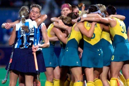 Es el final. El lamento argentino contrasta con la alegría australiana en Sydney 2000.. Foto: AP