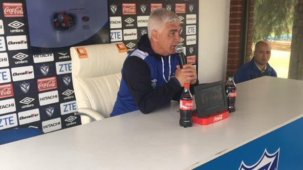 Omar De Felippe bromeó con la cuestión del árbitro