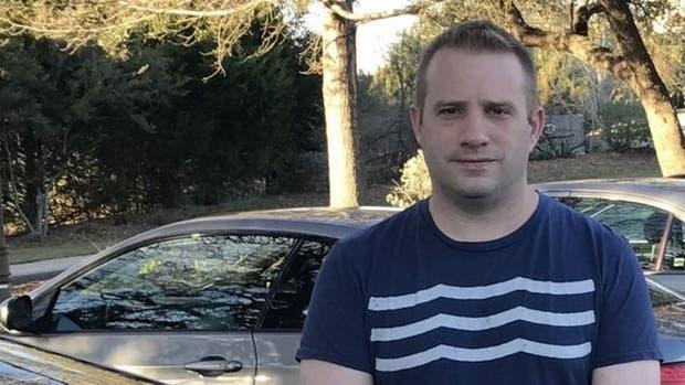Charles Henderson descubrió que todavía podía activar a través de su teléfono su viejo auto, a pesar de que ya lo había vendido