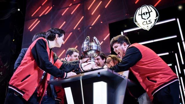 El festejo del equipo Kaos Latin Gamers en la final regional del League of Legends