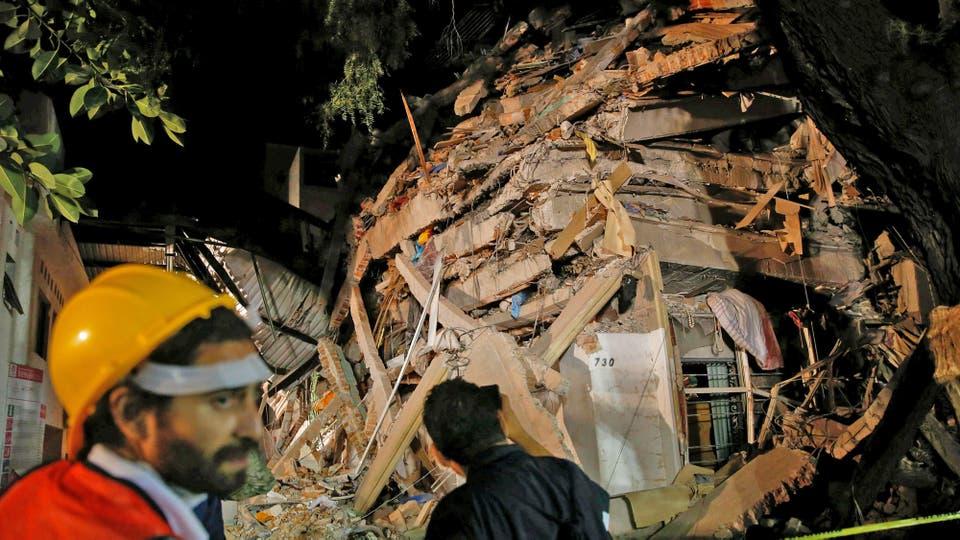 Algunos edificios quedaron reducidos a una pila de ladrillos. Foto: Reuters