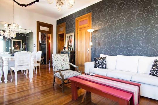 Un hito de la arquitectura local es el Palacio Salvo; su torre ofrece una de las vistas más lindas de Montevideo. Foto: Gentilza Airbnb