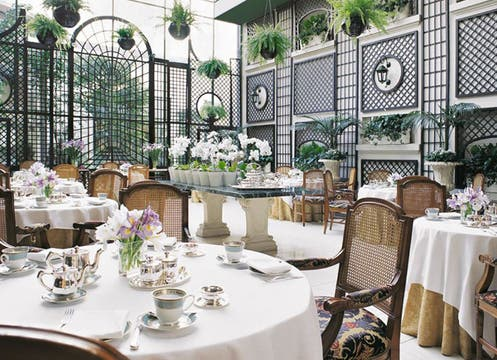 El Alvear Palace Hotel invita a celebrar en el restaurant L´Orangerie con un exclusivo afternoon tea ($130 por pareja; Informes y reservas: 4808-2949 o 4808-2100). Foto: lanacion.com