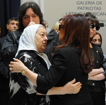 Hebe de Bonafini aluda a Cristina al llegar a la Casa Rosada. Foto: Presidencia de La Nación