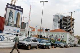 Torres y edificios en construcción, una postal frecuente en la ciudad más cara del mundo