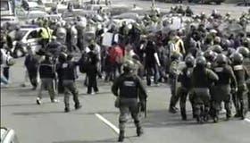Tras una orden judicial, la Gendarmería despejó la protesta en el kilómetro 30 de la Panamericana