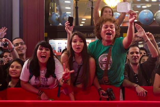 A los gritos. Los fans mostraron sus carteles. Foto: LA NACION / Matias Aimar