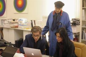 Trabajo en equipo. A los 84 años, guiado por la misma curiosidad y los mismos objetivos que lo animan desde que se instaló en Francia en 1958, Julio Le Parc trabaja todos los días en su estudio de Cachan, en las afueras de París, con su hijo Yamil y su asistente venezolana Elizabeth Rodríguez