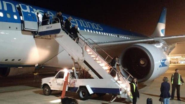 Los pasajeros tuvieron que descender a los pocos minutos del despegue luego de que fallara una turbina