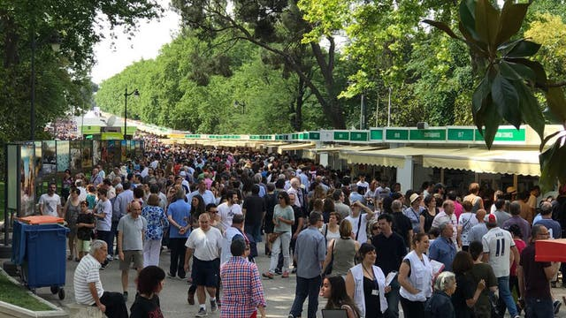 La fila más larga de la Feria del Libro de Madrid fue para una youtuber