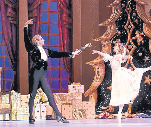 La producción de Cascanueces incluyó tres primeros bailarines del Teatro Colón