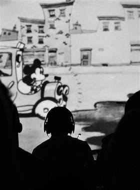 """Dos de los seis cortos, en blanco y negro, elegidos entre 74: """"La gracia recae en que los cortos están musicalizados con un discurso muy diferente del que las animaciones proponen"""", dice Barilari"""