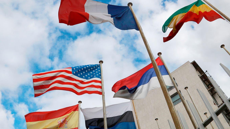 Banderas en las afueras del edificio de la Unesco en París foto: AFP Jacques Demarthon