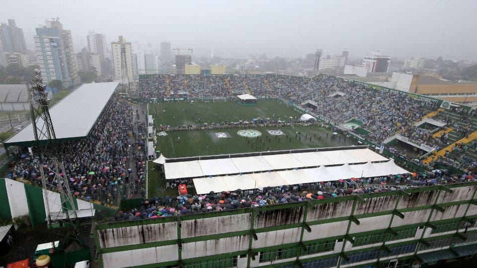 El Arena Condá, en pleno velorio. Foto: Reuters