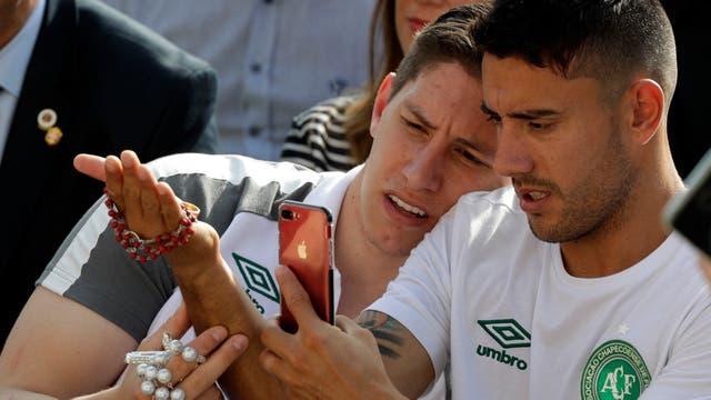 Los jugadores se toman selfies durante el encuentro
