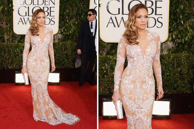 Jennifer Lopez con un vestido muy sensual con transparencias y al cuerpo. Foto: Vogue.es