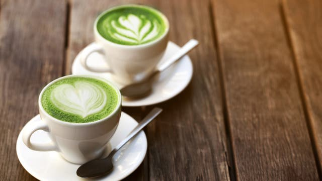 El matcha es antioxidante y queda muy bien con leches vegetales como de coco, avena, soja y almendras