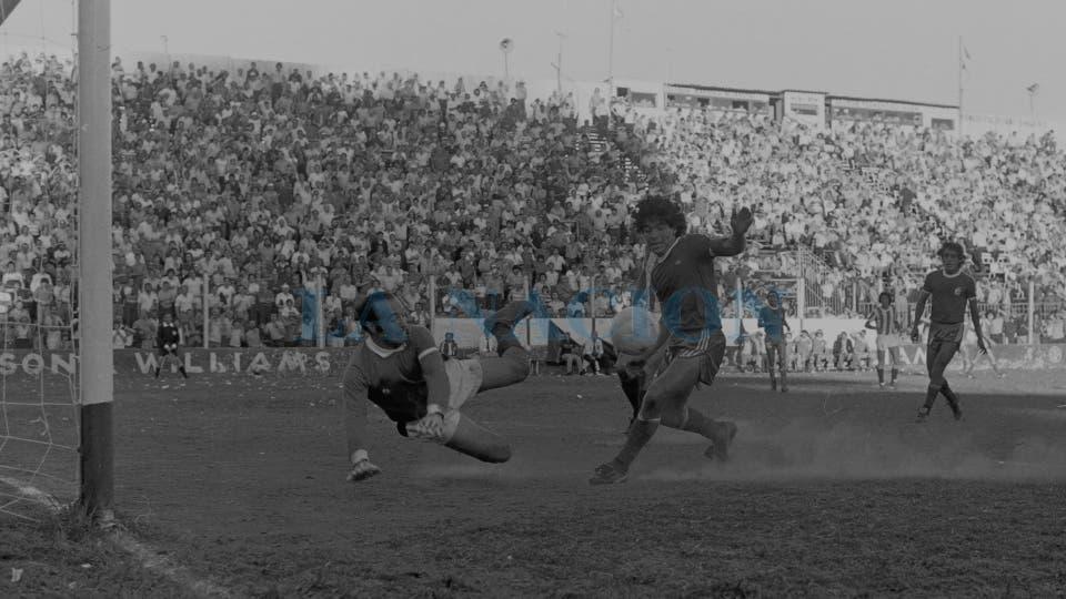 2-11-1980: un mano a mano contra San Martín de Mendoza en el Nacional.. Foto: LA NACION