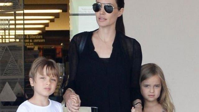Jolie también tuvo un embarazo doble
