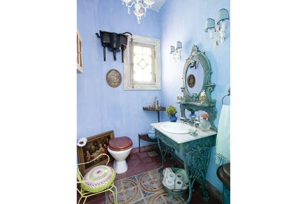 Ideas Para Decorar Baño Antiguo:Un antiguo mueble de hierro fue modificado para cumplir su nueva