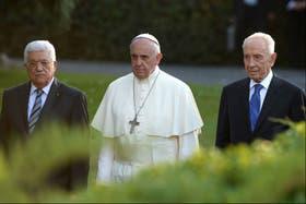 El Papa, Peres y Abbas, en los jardines del Vaticano