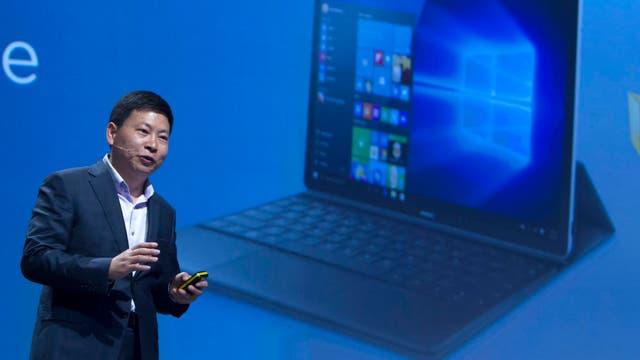 Richard Yu, CEO de Huawei, presentó en Barcelona la MateBook, una PC híbrida de 12 pulgadas