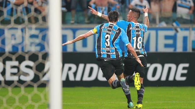 Lucas Barrios conquistó el gol para la clasificación de Gremio