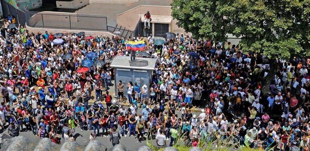 Durante todo el día hubo largas colas para votar en Caracas