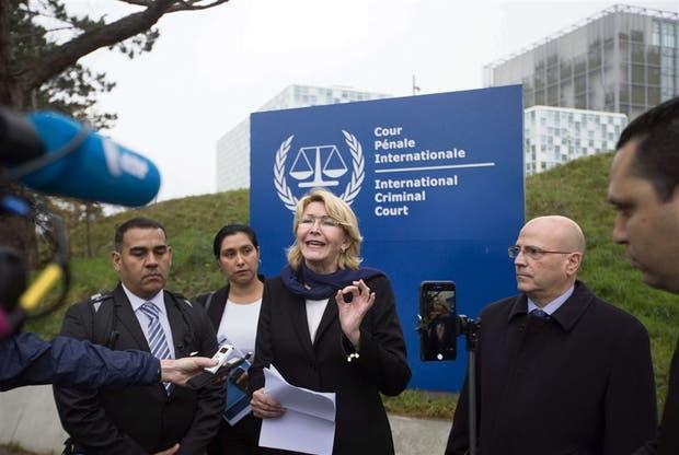 Denuncian a Maduro ante la Corte Penal Internacional
