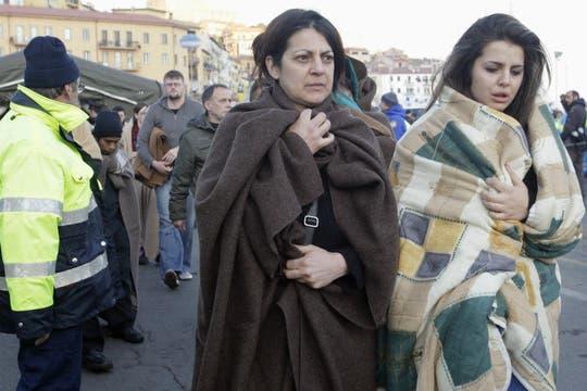 A cada pasajero se le dio una manta para cubrirse del frío. Foto: Reuters