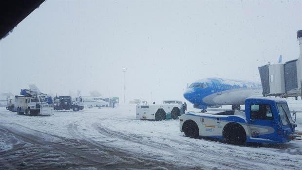 El aeropuerto de Bariloche nevado