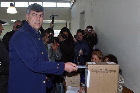 El diputado nacional radical Ricardo Buryaile, aspirante a ocupar la banca para un nuevo período, votó en la escuela provincial N° 19 del barrio La Paz de Formosa. Foto: Télam