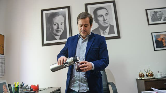 Mariano Recalde tiene sus oficinas a pocas cuadras de la Casa Rosada