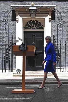 May, ayer, en Downing Street, antes de revelar sus planes