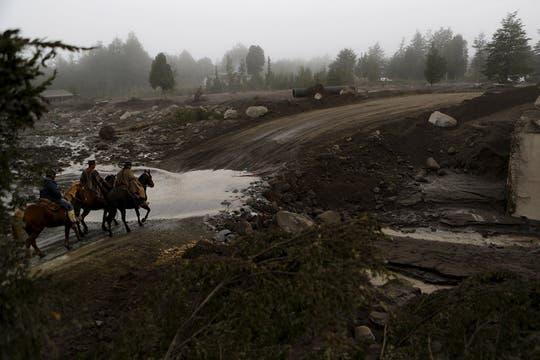 Los lugareños recorren la zona para ver a caballo. Foto: Reuters