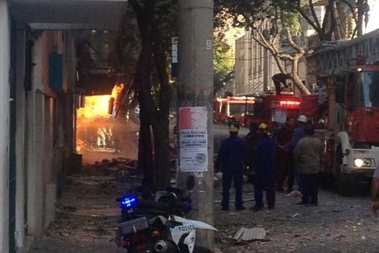 Fuerte explosión en un edificio de Rosario. Foto: @LuchoPaladini