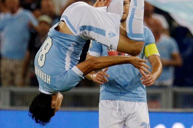 Pasa que con este gol dio vuelta el partido (?).  /Fotos de EFE, AP, AFP y Reuters