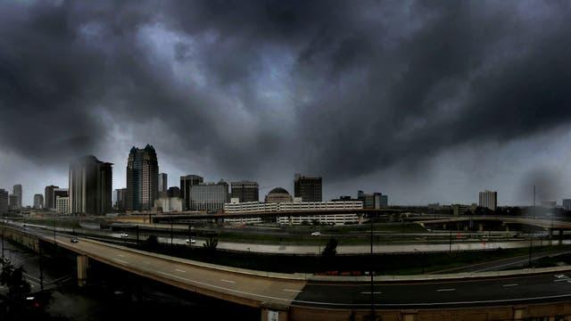 Amenazante la tormenta avanza sobre Florida