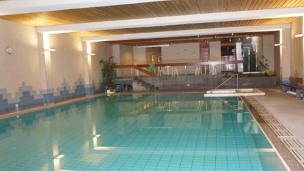 Un hotel pide a huéspedes judíos bañarse antes de usar la alberca