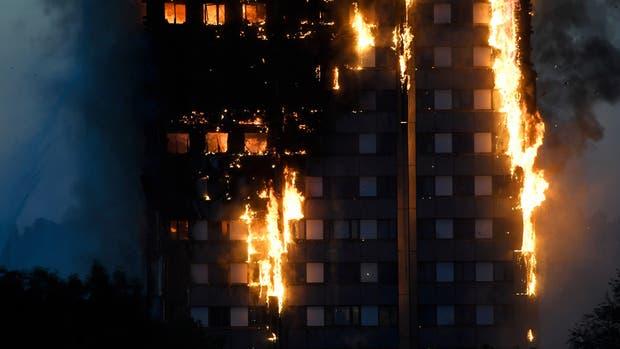 Incendio en una torre de Londres