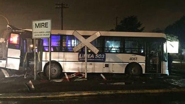 Por el choque hubo dos muertos y 15 heridos
